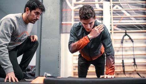 A la imatge, amb el seu fisioterapeuta personal, Carlos García.