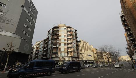 El pis afectat es troba al número 48 del carrer Pi i Margall de Lleida.