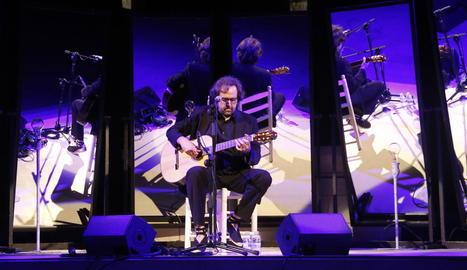 El cantautor Roger Mas, en un concert del Seu Vella Music Festival, a Lleida el juliol del 2017.