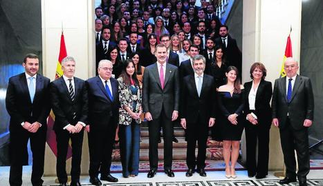 El rei Felip VI, al centre, al costat de Lesmes i els ministres de l'Interior i Justícia, entre altres.