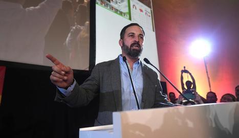 El president de Vox, Santiago Abascal, va presentar ahir el document que ha desfermat la polèmica.