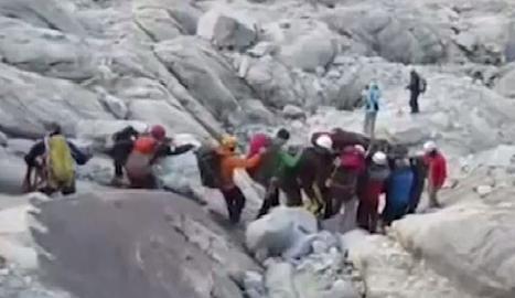 L'operatiu de rescat dels cossos dels muntanyencs al Perú.