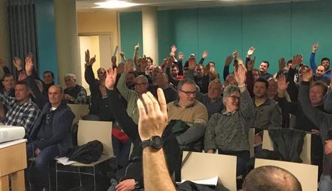 La votació que va aprovar ahir a la nit constituir la cooperativa.