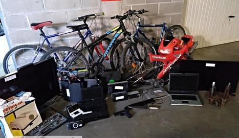 Objectes decomissats al domicili d'un dels acusats dels robatoris al Barri Antic i Cappont.