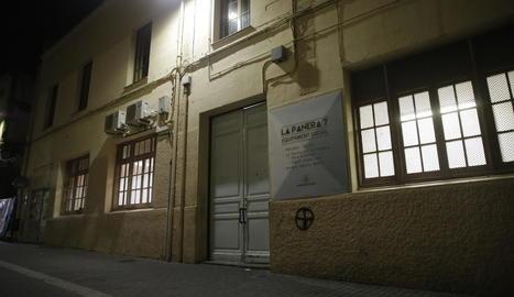 La Paeria ha instal·lat hamaques en un espai al carrer Panera perquè hi pernoctin sensesostre.