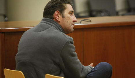 L'acusat de maltractar la seua parella, ahir a l'Audiència de Lleida.