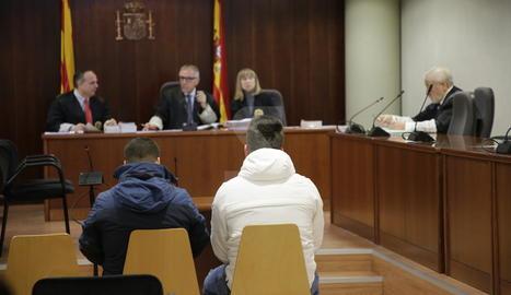 Els dos acusats, aquest dijous durant el judici a l'Audiència de Lleida.