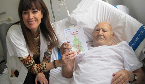 Els alumnes del col·legi Lestonnac de Lleida van elaborar felicitacions de Nadal per als malalts ingressats a l'hospital Arnau de Vilanova.