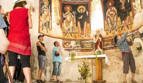 Imatge d'arxiu d'una visita al monestir de Sant Pere de Burgal, a Escaló, al Pallars Sobirà.