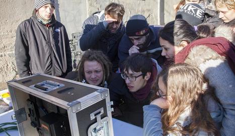 Alguns dels 'manifestants' participants al curtmetratge.