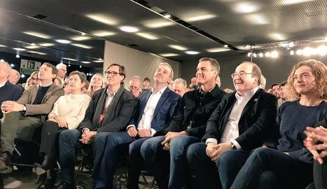 Pedro Sánchez al costat de Teresa Cunillera, Miquel Iceta, Meritxell Batet i Jaume Collboni, ahir.