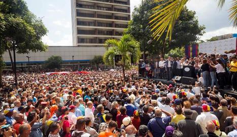 Manifestants contraris a Maduro, ahir, a Caracas.