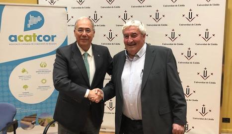 Roberto Fernández i Amadeu Ros, ahir després de firmar el conveni.