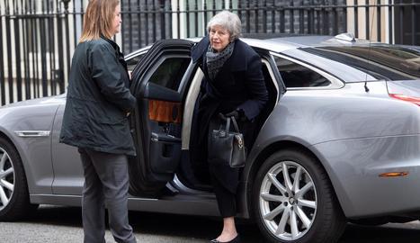 La primera ministra britànica, Theresa May, arriba al número 10 de Downing Street a Londres.