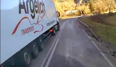 Imatge del vídeo del camió, que ahir es va fer viral.