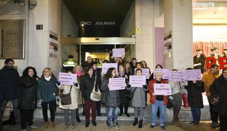 Protesta ahir davant de la seu del PP a la plaça Sant Joan.