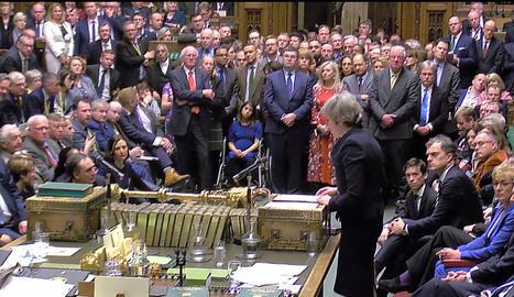 Theresa May s'adreça als diputats britànics després de la votació de l'acord del Brexit.