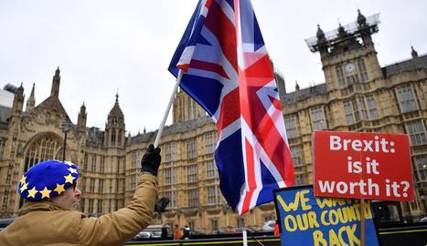 Manifestant contrari al Brexit, ahir, a les portes de Westminster.