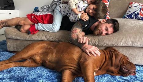 Leo Messi va penjar aquesta imatge amb els fills a les xarxes socials.