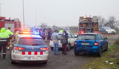 Els Mossos han fet desplaçar els vehicles implicats que podien circular a una esplanada de la C-53, just damunt de l'autovia