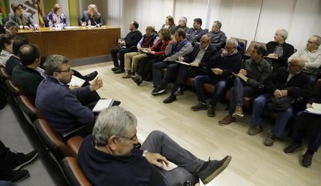 Imatge de la presidenta de la Diputació durant la reunió amb els alcaldes del Segrià.