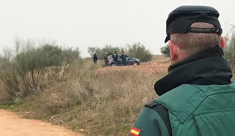 Imatge del desplegament policial on va aparèixer el cadàver, ahir.