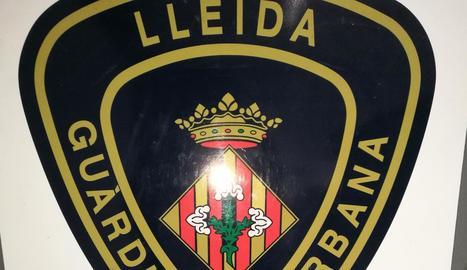Imatge de la droga, els diners i dos mòbils confiscats ahir al sospitós per la Guàrdia Urbana.