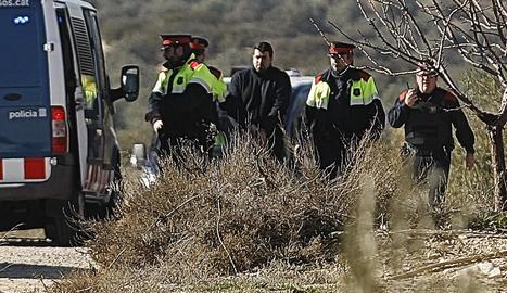 Imatge de la reconstrucció del doble crim amb l'autor confés Ismael Rodríguez Clemente al vedat de caça d'Aspa.