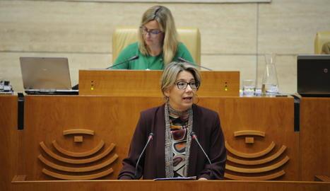 La diputada del PP extremeny Cristina Teniente, durant la defensa de la moció del 155.