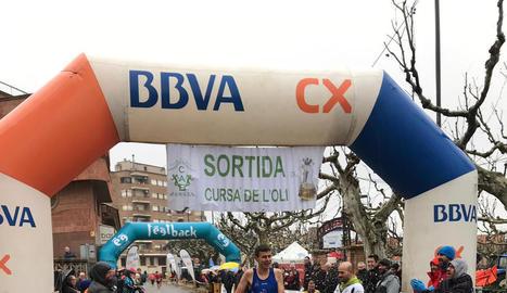 L'instant previ a la sortida de la Cursa de l'Oli a les Borges Blanques en què van participar 800 corredors.