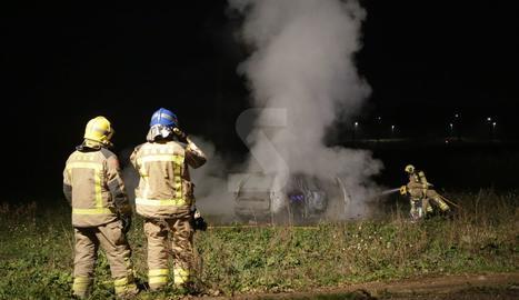 Crema un vehicle a la partida de Rufea