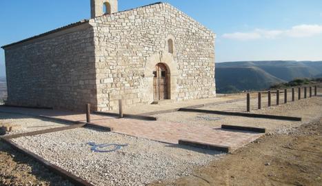 L'ermita de Sant Joan de Vallobar, on hi ha el mirador.