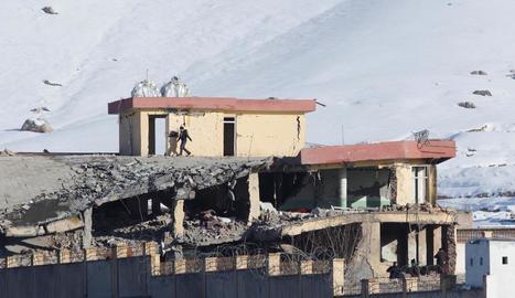 Vista de les instal·lacions militars atacades a l'Afganistan, ahir.