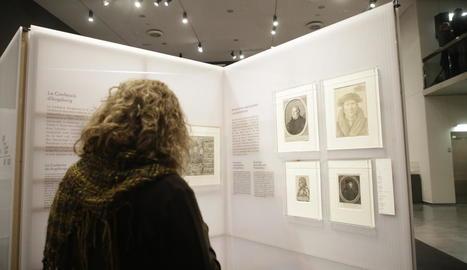 Antoni Gelonch, propietari de la col·lecció de gravats, va protagonitzar ahir la visita guiada inaugural.