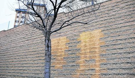 Imatge de la pintada retirada a la caserna de la Guàrdia Civil.