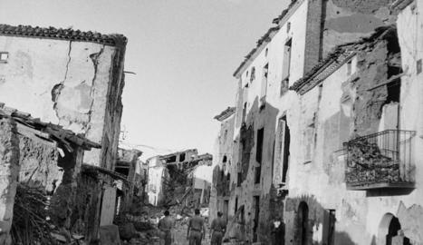 Desfilada de l'Exèrcit Popular de la República pels carrers de Linyola la tardor del 1938.