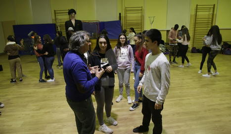 Daniel Gil, dirigint alguns dels protagonistes.