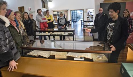 La mostra inclou una trentena de documents que van de l'any 1072 fins al segle XX.