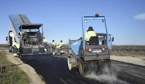 Els tècnics van iniciar ahir les obres de millora del camí.