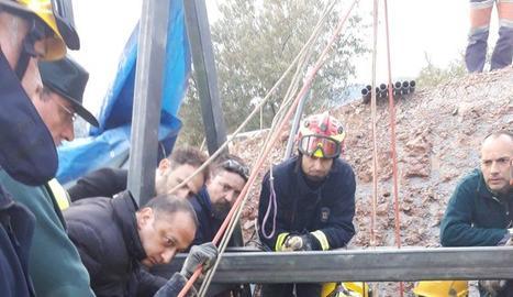 Entrada dels miners i treballs de control al pou de Totalán.