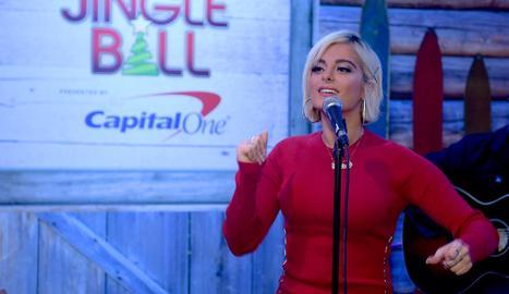 La cantant Beu Rexha no té qui la vesteixi en els Grammy a l'utilitzar una talla 40