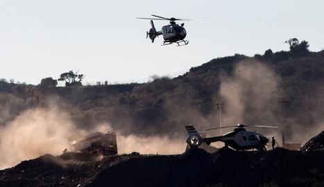 Des del migdia, han aterrat a la zona de treball tres helicòpters
