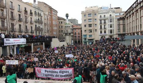 Imatge d'una de les grans manifestacions de pensionistes a la capital del Segrià.