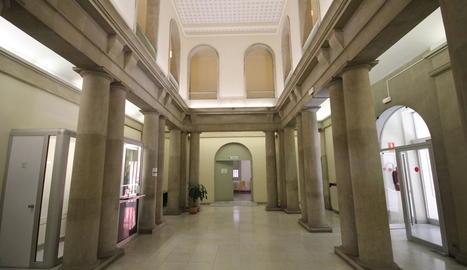 Vista de la planta baixa de l'edifici de l'antiga Audiència a Ferran, futur Museu d'Art de Lleida.