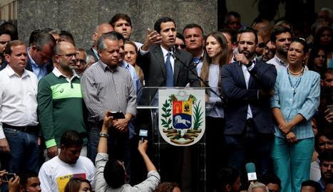 Guaidó va enviar ahir un missatge a l'Exèrcit perquè no es posi del costat de Maduro.