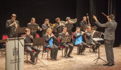 Músics de la Cobla Jovenívola durant el concert.