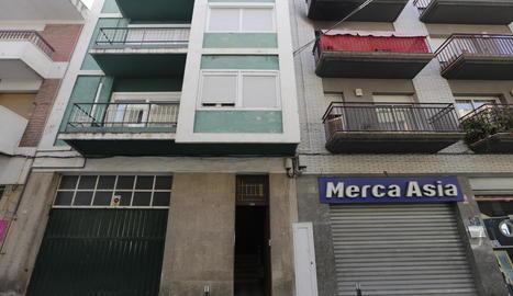 L'incendi va tenir lloc ahir a la matinada al número 46 del carrer Sant Lluís, a Balaguer.