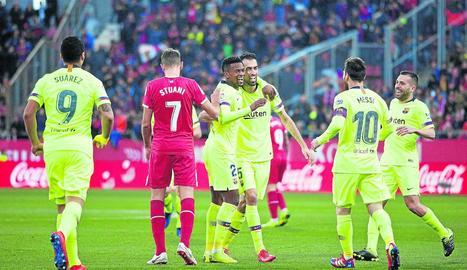 Semedo celebra amb Busquets i Messi el seu primer gol blaugrana.