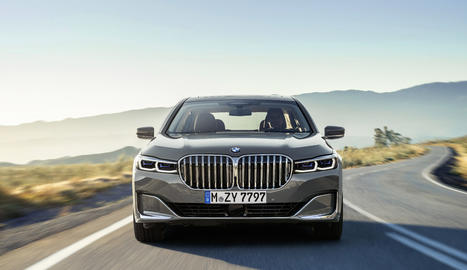 En motors, inclou un 8 cilindres, un 6 cilindres i sistemes híbrids endollables amb més autonomia.