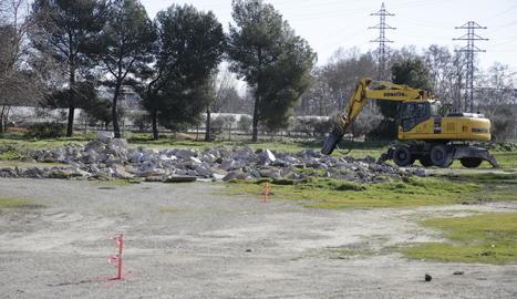 Una màquina treballava ahir a la finca de l'antiga Hípica.